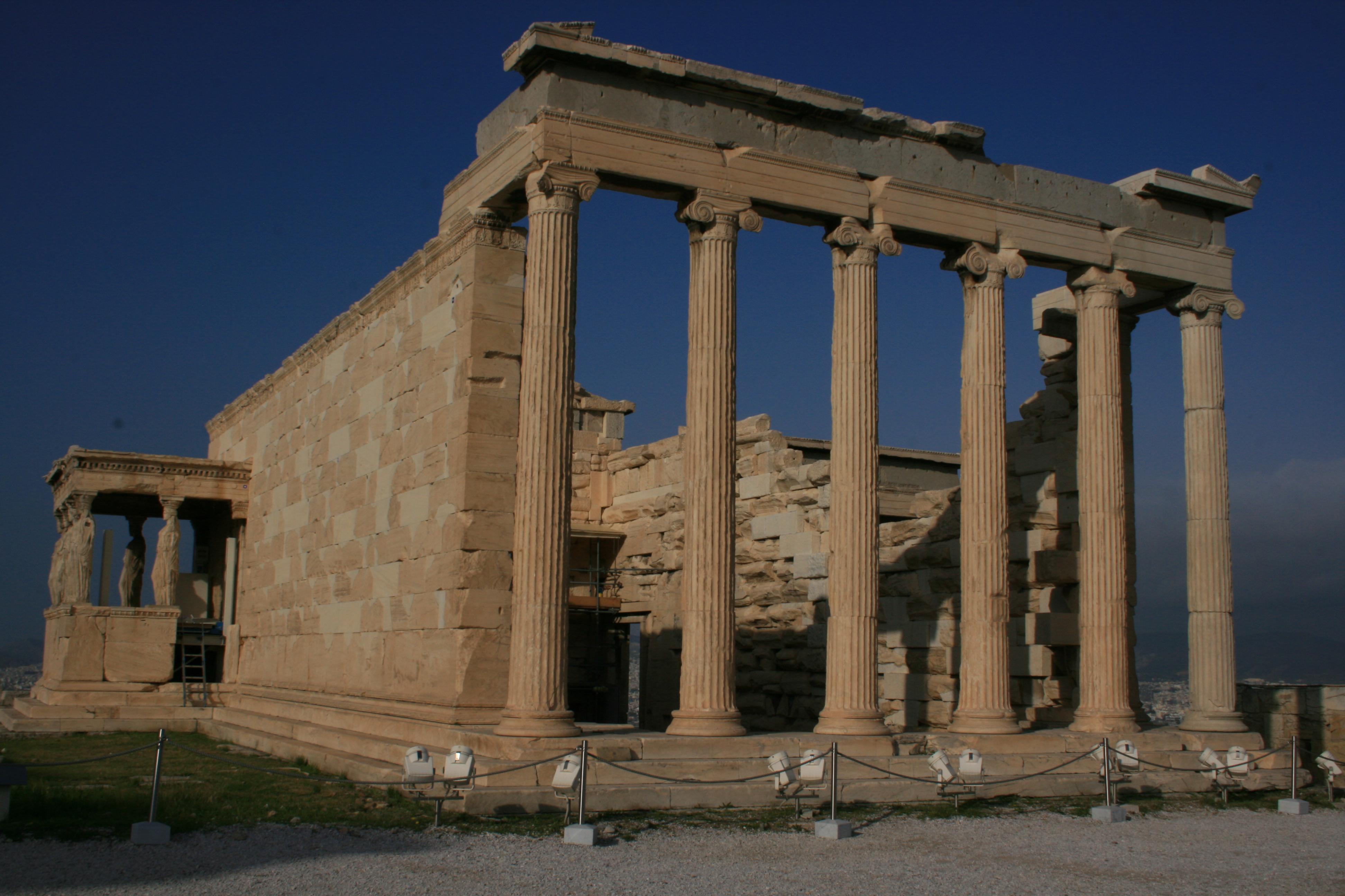 erectheion sur l'acropole d'Athenes Grece