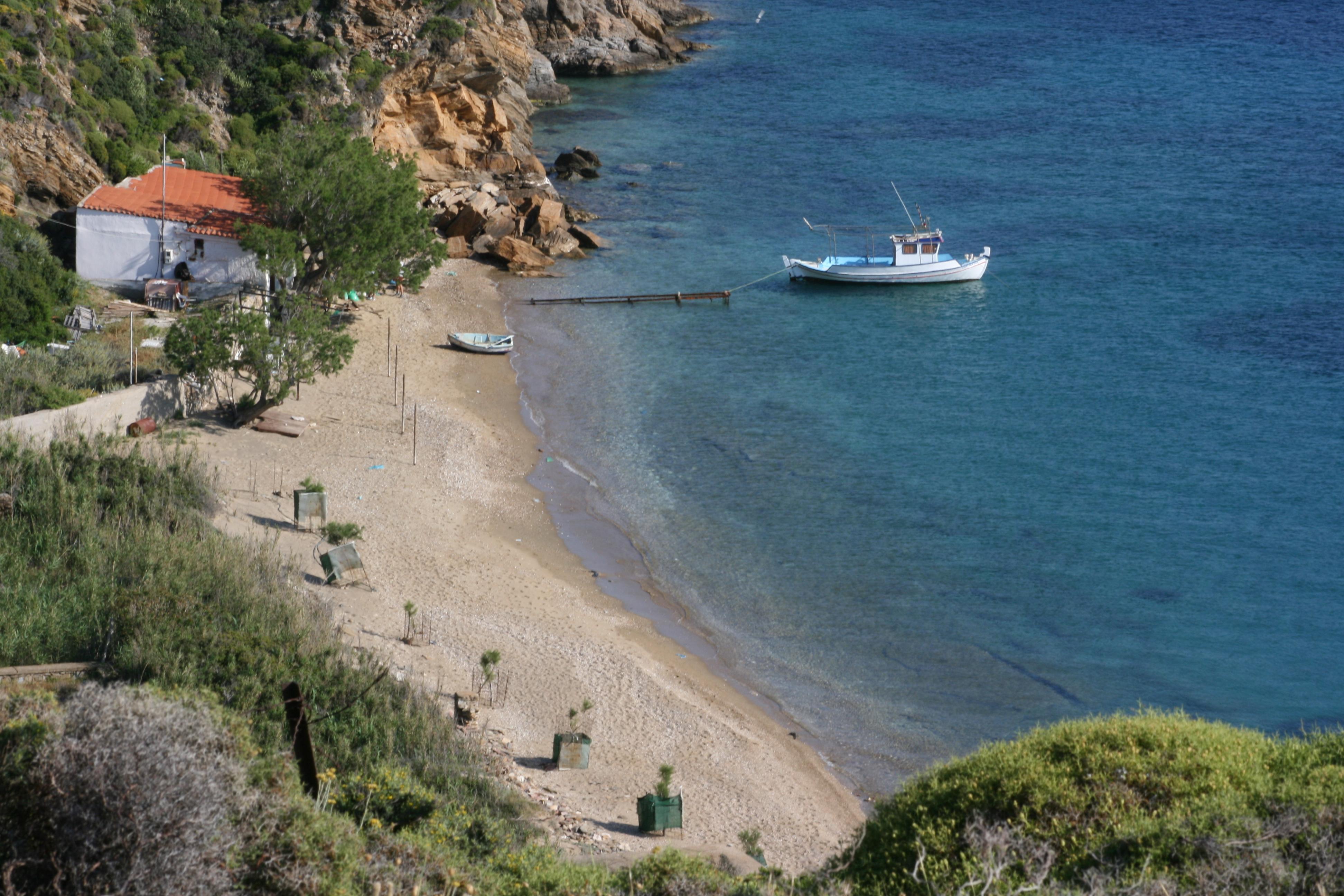 plage agios antonios île de fourni Grece