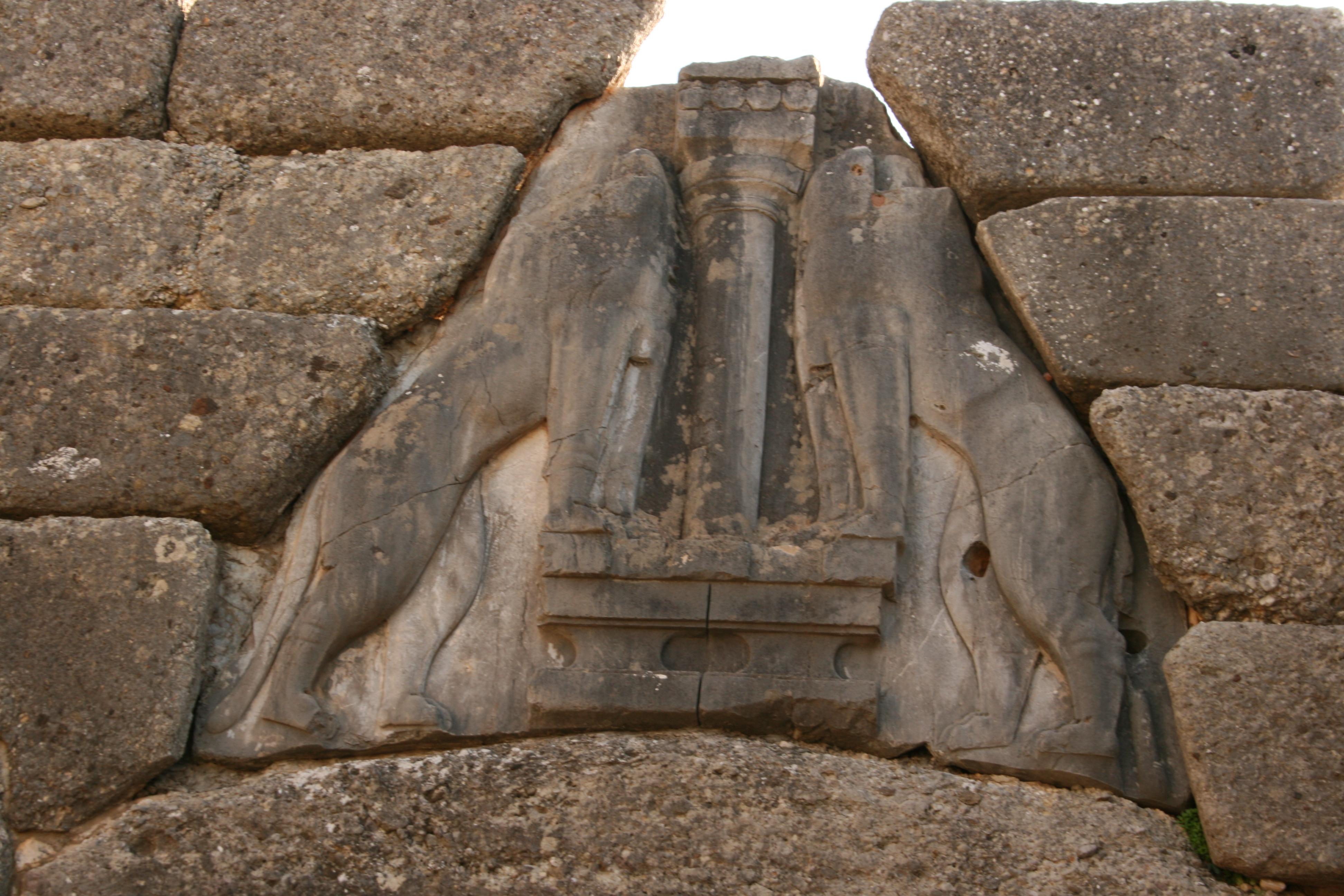 linteau porte des lionnes mycenes argolide Grece